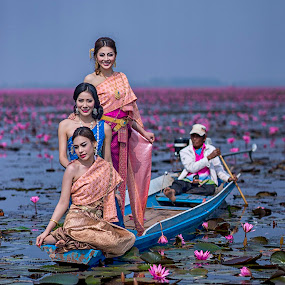 Beauties of Udon Thani by Crispin Lee - People Portraits of Women