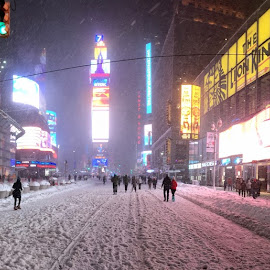 Times Sq in blizzard by Ross Bolen - Instagram & Mobile iPhone ( times square, snow, new york city, panorama )