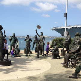 Bob Hope Entertaining the Troops by Eric Michaels - Buildings & Architecture Statues & Monuments ( audience, harbor, afternoon, california, statues, bob hope, children, fun, military, child, naval, san diego, statue, joyous, sunny, uso )