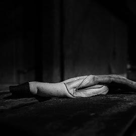 Hanske by Dirk Rosin - Black & White Objects & Still Life