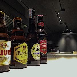 Having a beer...Cheers!!! by Eddie Chua - Food & Drink Alcohol & Drinks ( beer, duvel, london pride )