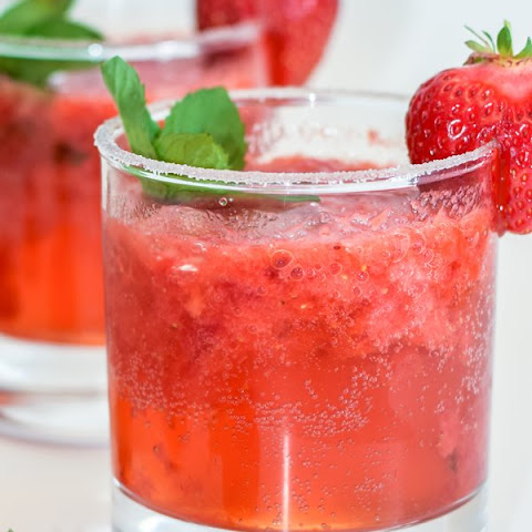 Fresh Strawberry Mojito Mocktail (Non Alcoholic)