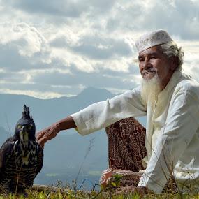 Pak Tua by Yusrizal Ajay - People Portraits of Men ( senior citizen )