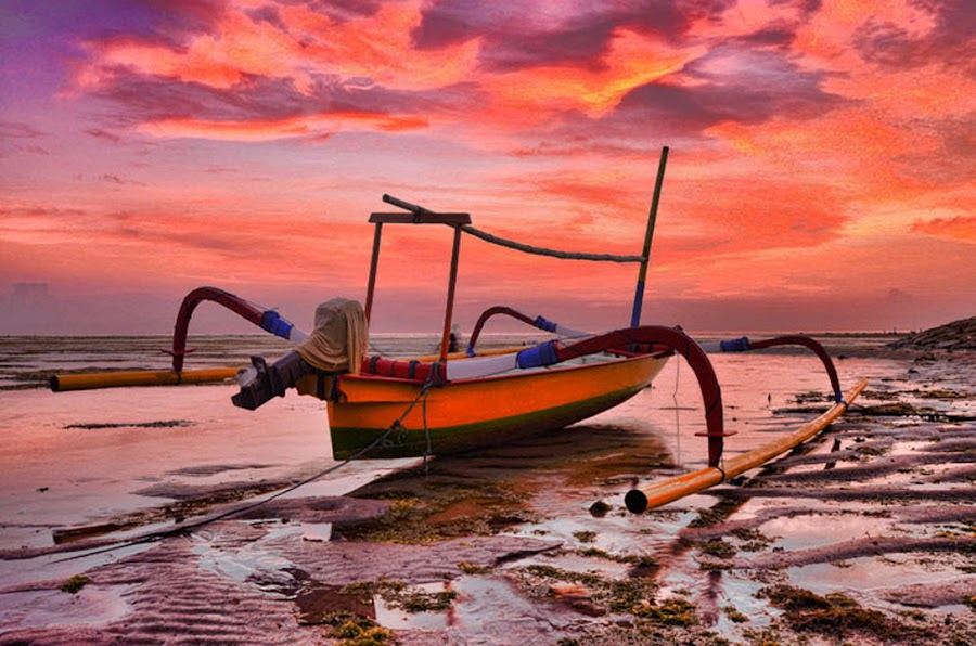 Stranded ... by Gunk Satria - Transportation Boats