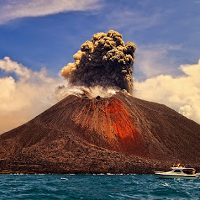Woooowww by F.N. Hendrawan - Landscapes Mountains & Hills ( indonesia, mt. anak krakatau, dramatis sungguh ini pak hendrawan...mantap, sunda strait, eruption )