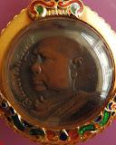 1.เหรียญกลมเล็กหูเชื่อมรุ่นแรก สมเด็จพระพุทธโฆษาจารย์ (เจริญ) วัดเขาบางทราย จ.ชลบุรี พ.ศ. 2483 เนื้อทองแดง เลี่ยมทองยกซุ้ม
