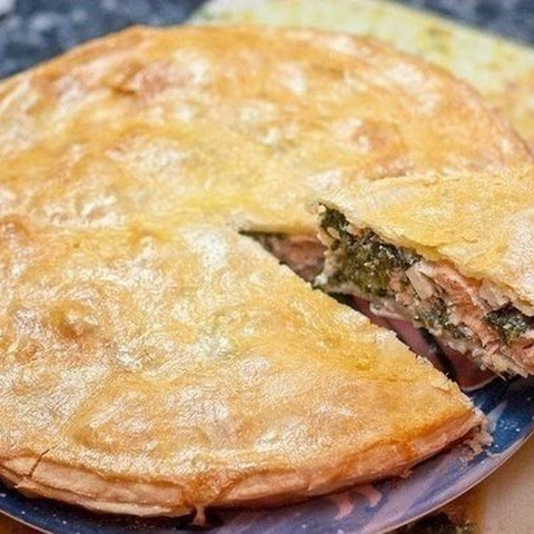 PIE WITH SALMON, CHEESE AND SPINACH