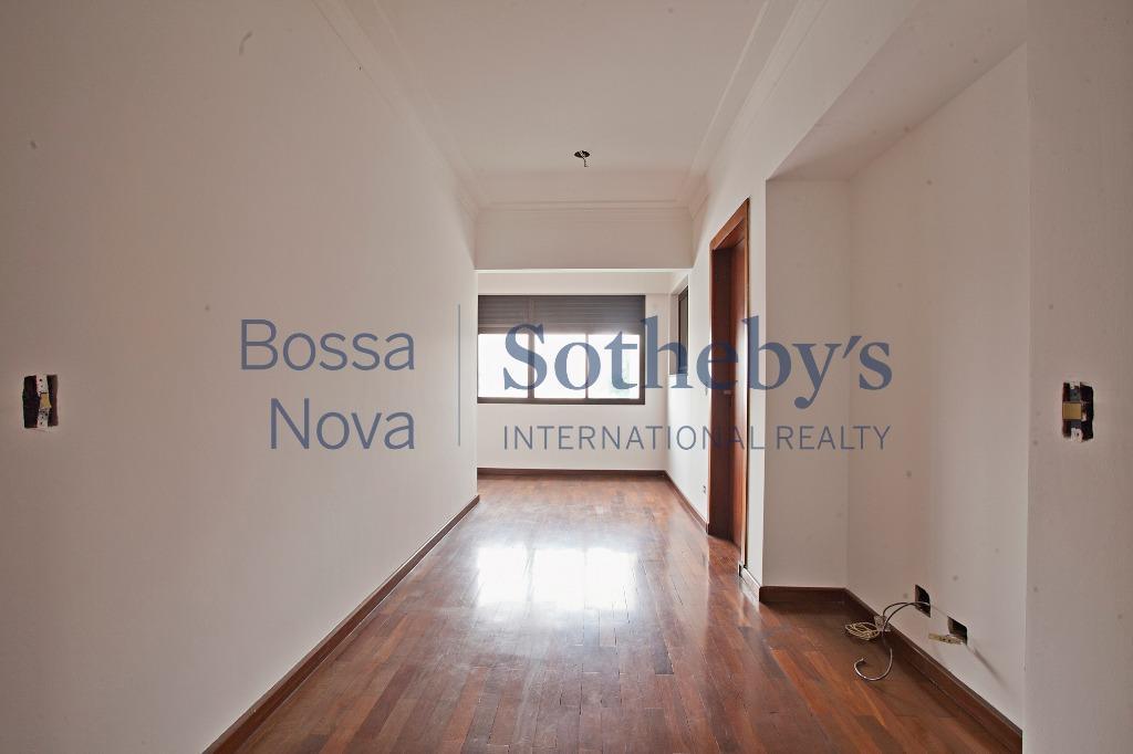 Amplo apartamento próximo ao shopping Ibirapuera