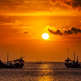 Comming home ... by Timo Bierbaum - Landscapes Travel ( bali, sunset, indonesia, boats, jimbaran, sea, fisher )