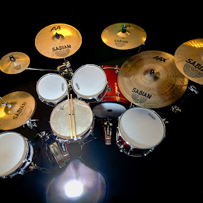 The kit of choice by Kain Dear - Artistic Objects Musical Instruments ( drumkit, dw, sabian, evans, drums, cymbals, pearl, promark, remo, natal, drum, drumworkshop, pro-mark )