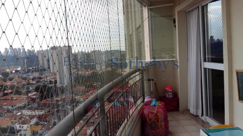Apartamento em condomínio diferenciado.