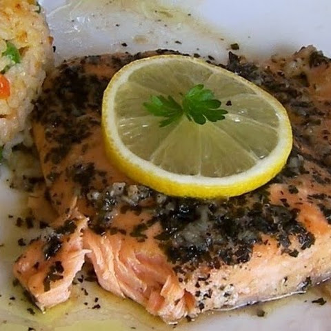 Salmon baked in foil. Low-calorie yummy