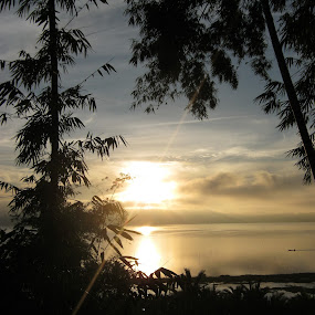 i don't wanna to miss it.... by Luther Lumentah - Landscapes Sunsets & Sunrises ( a800, canon, terbit, matahari, indonesia, tondano, manado, pocket camera, sunrise, minahasa )