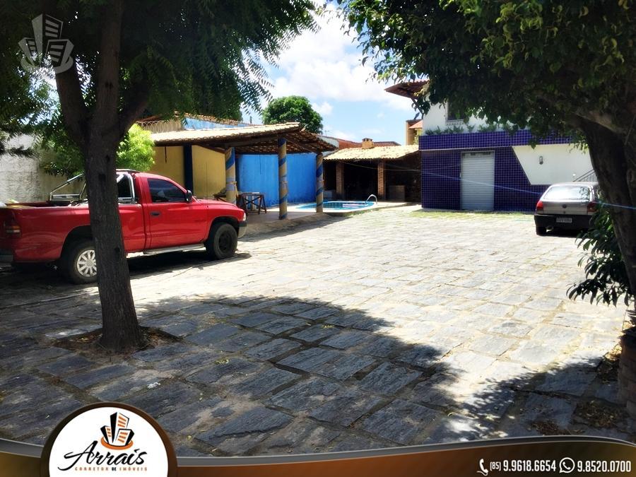 Casa para venda possui 435 metros quadrados e 5 quartos em Parangaba - Fortaleza - CE.