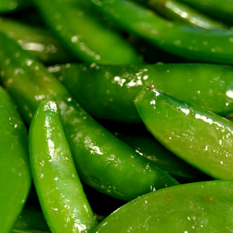 Quick Garlic Sautéed Sugar Snap Peas