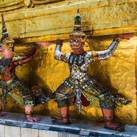 Tha Palace in Bangkok by Richard Ryan - Buildings & Architecture Statues & Monuments ( bangkok, tourist, royal, statues, architecture, travel, gold )