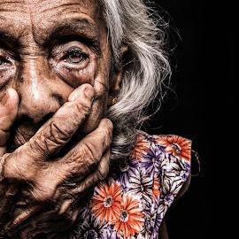 Life by Binoka Nadiranga - People Portraits of Women