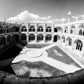 Cloisters at Jeronimos Monastry, Lisbon. by Simon Page - Black & White Buildings & Architecture
