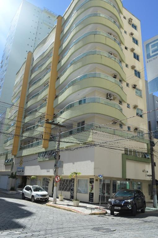 Apartamento semi mobiliado à venda por R$ 650.000 - Meia Praia - Itapema/SC