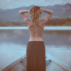 /// by Boris Dimitrov - Nudes & Boudoir Boudoir ( water, sexy, girl, naked, boat )