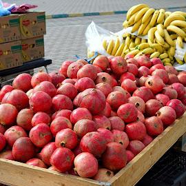 Delima by Mulawardi Sutanto - Food & Drink Fruits & Vegetables ( market, madinah, fuit, delima, travel )