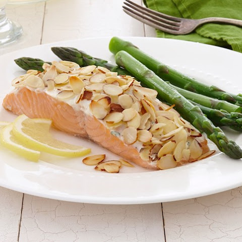 Baked Salmon with Creamy Yogurt Topping