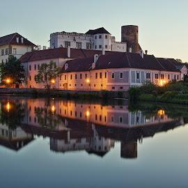 Čas pohádek nastává... by Miloš Stanko - Buildings & Architecture Public & Historical ( hrad, jindřichův hradec, večer, zámek, odraz, rybník )