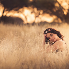 Bush in thought by IDG Photography - People Portraits of Women