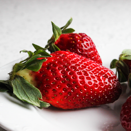 Fresh strawberries  by Suzana Trifkovic - Food & Drink Fruits & Vegetables ( fruit, red, food, strawberries )