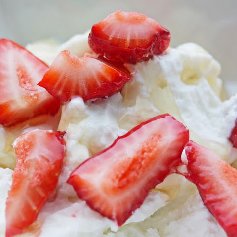 Easy Healthy Breakfast RecipeL Nonfat Plain Greek Yogurt with Honey and Strawberries