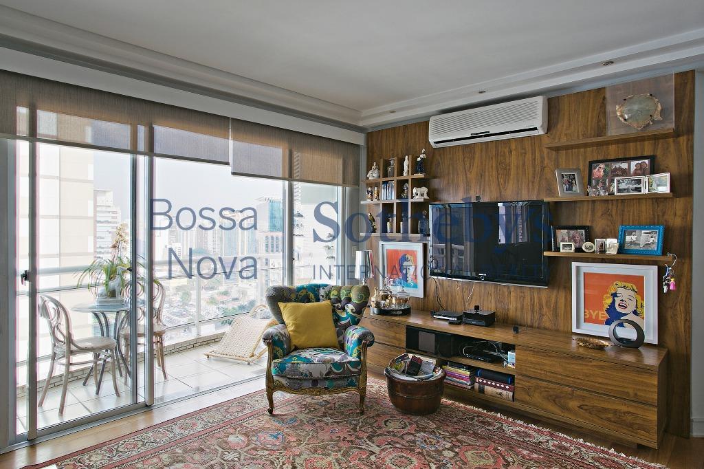 Apartamento claro,ensolarado em ótima localização Itaim, São Paulo.