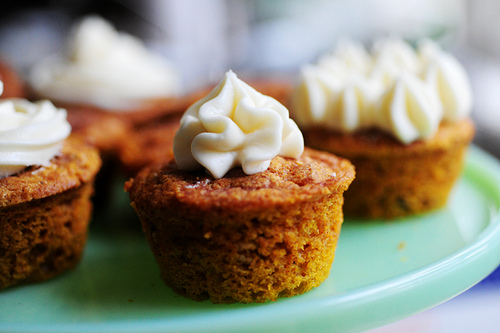 Moist Pumpkin Spice Muffins (With Cream Cheese Frosting) Recept ...