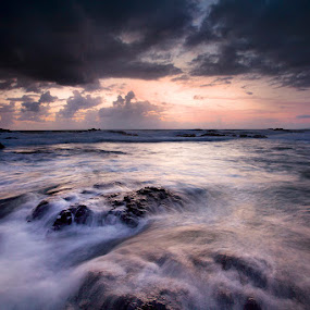Sweeping wave by Carlos David - Landscapes Waterscapes