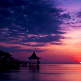sunset di pantai by Teguh Ibrahim - Landscapes Sunsets & Sunrises ( sunset )