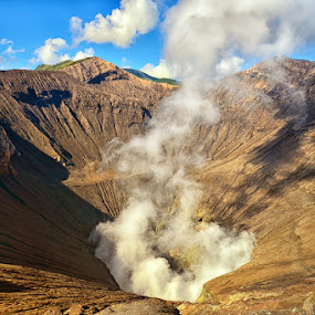 Bromo Crater by Hendri Suhandi - Landscapes Mountains & Hills ( crater, hill, volcano, mountain, mount, east java, bromo )