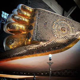 Reclining Buddha by Saw Pyae - Buildings & Architecture Statues & Monuments ( recliningbuddha buddha footprint myanmar )