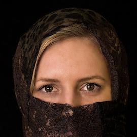 Her eyes by Louis Heylen - People Portraits of Women