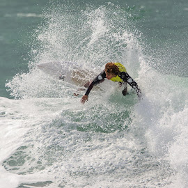 by Karnit Yahav-Rak - Sports & Fitness Surfing