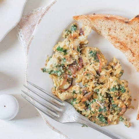 Egg White Cheese Scrambled Eggs With Spinach & Caramelized Onion