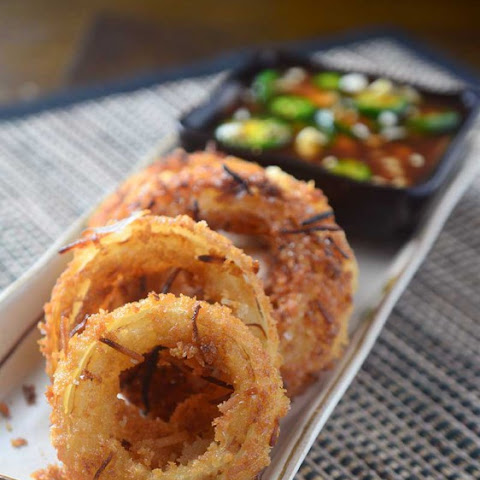 Coconut Onion Rings with Sweet n' Spicy Sauce
