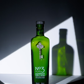 N°3 London Dry Gin by Joost Postma - Food & Drink Alcohol & Drinks ( studio, gin, life style )