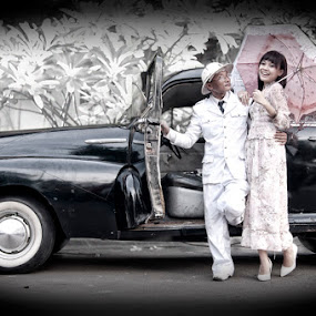 The Old Fashion by Basuki Mangkusudharma - People Fashion ( old fashion )