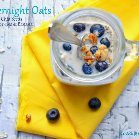 Skinny Overnight Oats with Chia Seeds, Blueberries & Bananas