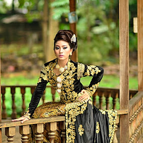 Traditional fashion by Agus Mulyawan - People Portraits of Women