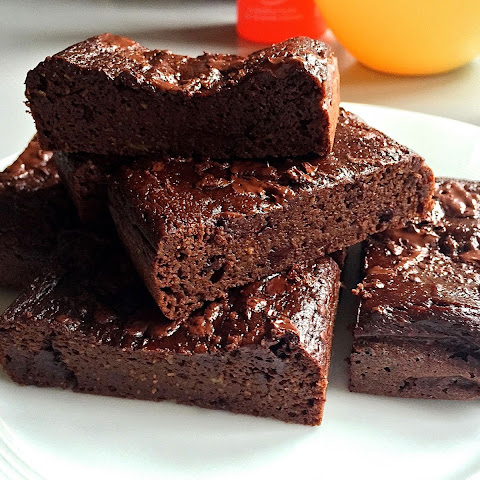 Healthy Avocado Fudge Brownies ( Low Carb & Gluten free )
