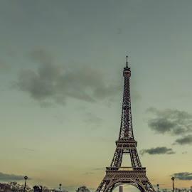 La Tour Eiffel by Yash Mehta - Buildings & Architecture Statues & Monuments ( famous, eiffel tower, paris, travel, evening, historic )