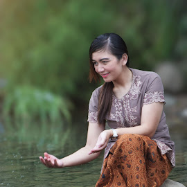 THe Girl Playing in the River by Gilang Prayoga - Novices Only Portraits & People ( girl, villages, beauty, river )