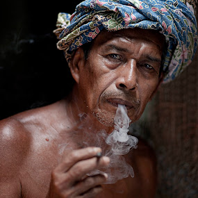 Rokok Daun by Mohd Helmie Wahab - People Portraits of Men ( senior citizen )