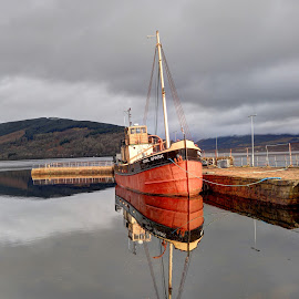 Vital Spark by Alec Bonser - Uncategorized All Uncategorized ( boats.scotland.reflection.colours.harbour. )