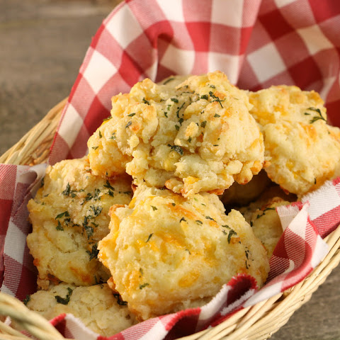Homemade Red Lobster Cheddar Bay Biscuits